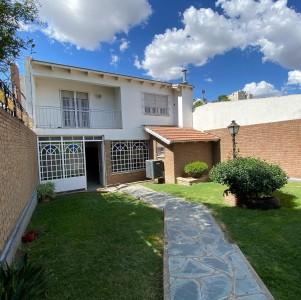 Vendo hermosa casa en Macrocentro! Imperdible !