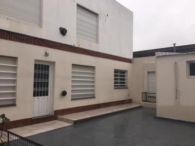 Vendo casa interna Avellaneda al 1000 (Barrio Mariano Moreno)