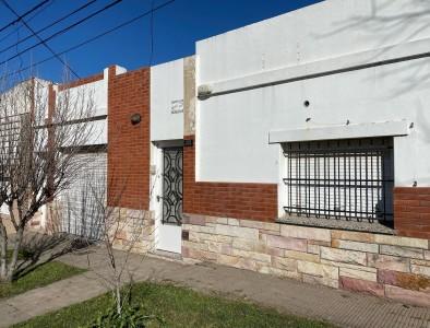 Vendo Newton 1600 1/2 d patio quincho $u73.000